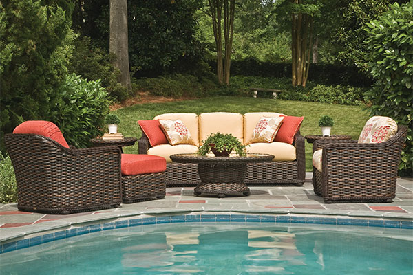 Features to Consider When Purchasing Outdoor Furniture